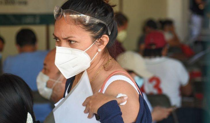Gobierno anuncia vacunación a maestros en 5 estados; recibirán CanSino