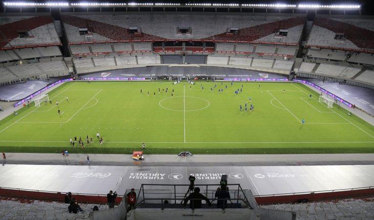 Los clubes del AMBA podrán jugar en sus estadio de noche por las copas