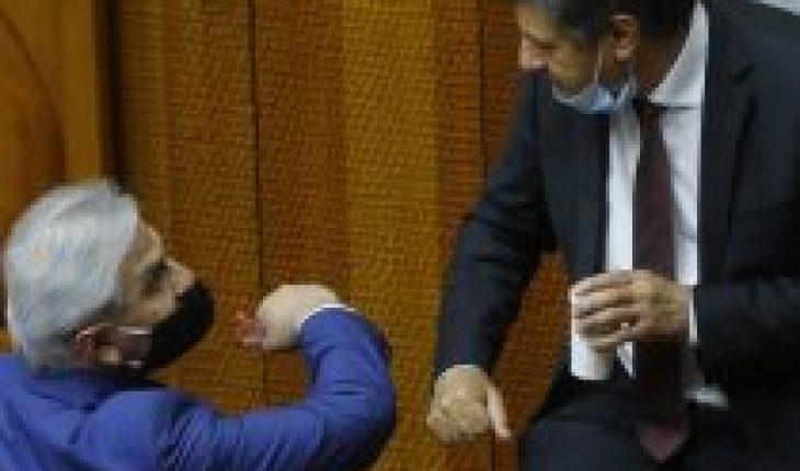 """Otro senador de Chile Vamos disponible para el tercer retiro: Juan Castro se declara """"dispuesto a ayudar y a apoyar en su entrega"""""""