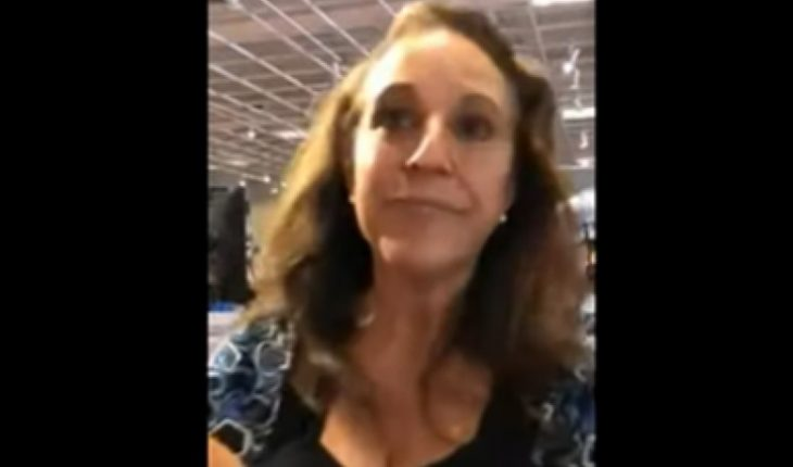 [VIDEO] Mujer que tosió en la cara de otra en EE.UU. fue condenada a 30 días de cárcel