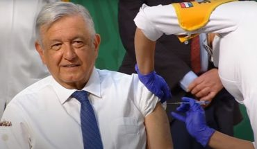 AMLO receives COVID vaccine at its morning conference