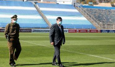 Authorities audit the Estadio San Carlos de Apoquindo in the prior duel for the Liberators