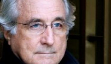 Bernie Madoff, responsible for Wall Street's biggest fraud, dies at age 82 in jail