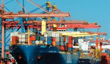 Imports rose 68.7% in March and the trade surplus was US$400 million
