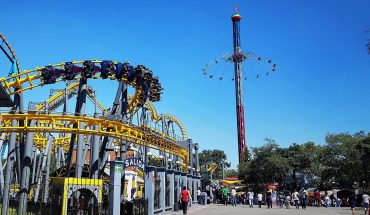 They arrest two young men who tried to enter Six Flags with a gun