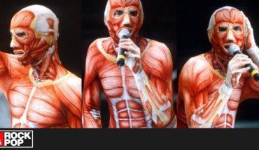 ¿Un titán de Shingeki? La vez que David Byrne cantó Psycho Killer con un peculiar disfraz — Rock&Pop