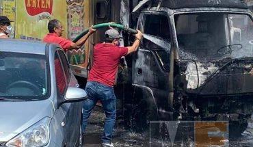 Criminales realizan bloqueos e incendian vehículos en Uruapan