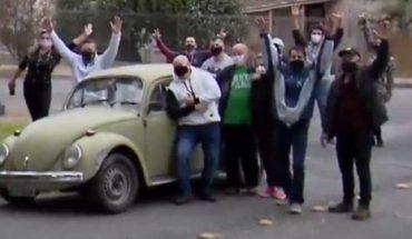 En Brasil, por necesidad maestros vende su auto, alumnos se lo compran y se lo regresan