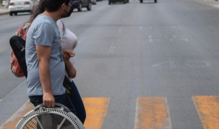 En el Centro de Culiacán, los visitantes resienten el calor