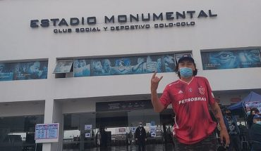 Hincha con camiseta de la 'U' fue a votar al estadio Monumental