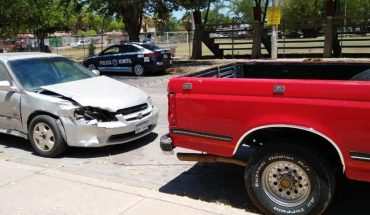 Le chocan a camioneta que remolcaba un auto en la Burócrata