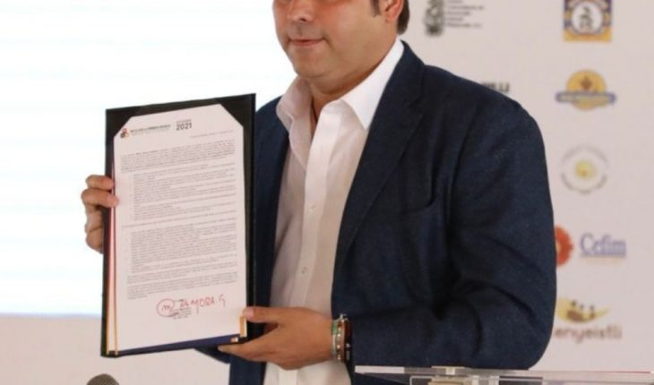 Mario Zamora firma Pacto por la Primera Infancia en Sinaloa
