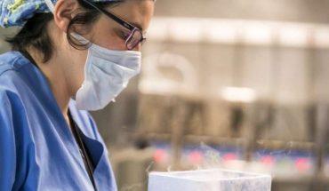 Mujer afirma que un médico del banco de esperma la impregnó en secreto