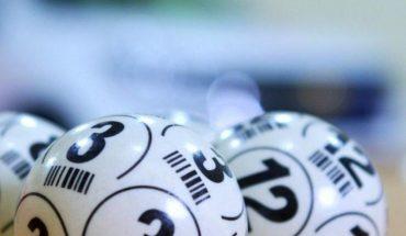 Mujer asegura que billete de lotería se fue por el desagüe