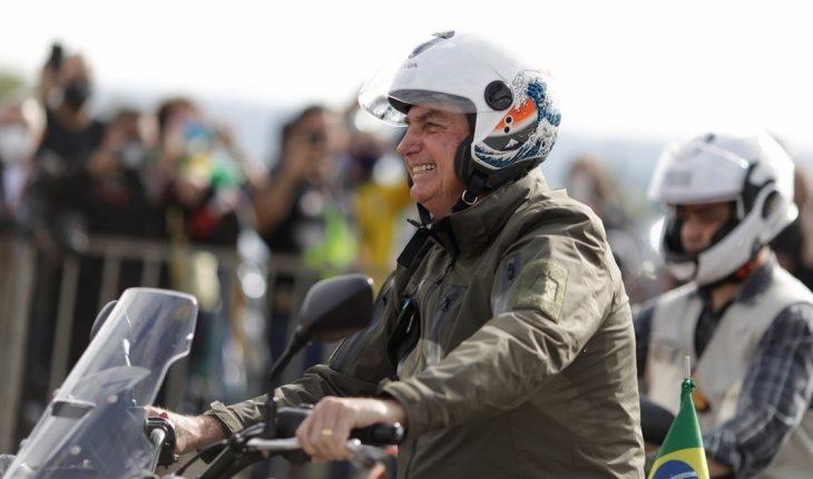 Por el Día de la Madre, Bolsonaro lideró una multitudinaria caravana de motoqueros