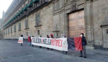 SUTNotimex mantiene protesta en Palacio Nacional