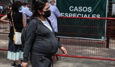 Salud reconoce 220 mil muertes por COVID; vacunan a casi 15 millones