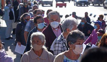 Again, older adults wait hours for vaccine in Guadalajara