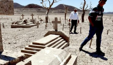 Drought includes pantheon and primary from missing town of Terahuito in Bacurato, Sinaloa