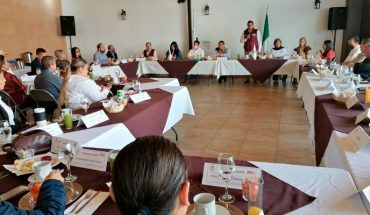 Ignacio Campos candidate for the mayor of Uruapan meets with members of the Canaco