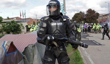 Colombia: suspenden a 3 policías por agredir a periodistas durante una protesta