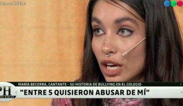 María Becerra reveló que en el colegio los varones le pegaban y quisieron abusar de ella