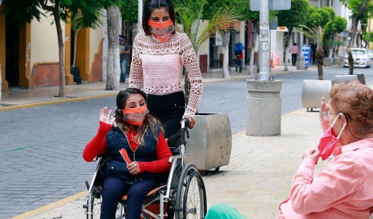 Personas con discapacidad inician batalla para vacunarse contra COVID