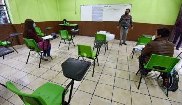 Suman 8 alumnos contagiados de COVID tras regreso a clases en CDMX