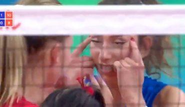 Una jugadora de vóley fue sancionada por hacerle un gesto racista a su rival