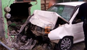 Car crashes into house in Tarímbaro; there is one dead and one wounded