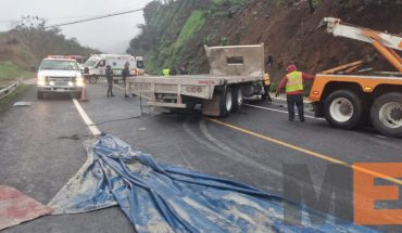 Rollover collision between trailer and truck is recorded in the XXI Century