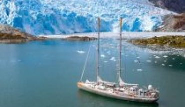 Scientific sailboat TARA says goodbye to the Chilean coasts to continue researching on climate change