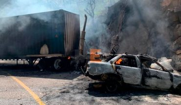 Two trailers and a taxi burn in accident on the Marquis Bridge