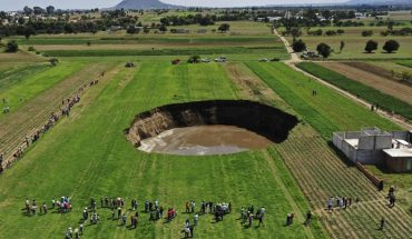 Video: a gigantic socavón in the middle of a field baffles all of Mexico