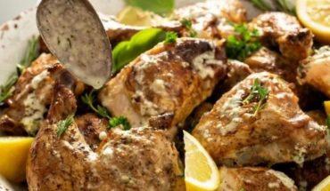 ¿Cómo hacer un pollo en horno con limón y romero?