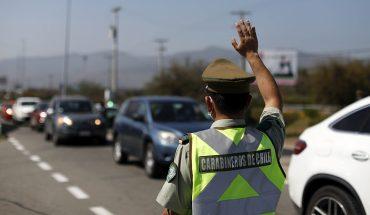 Carabineros reportó que más de 280 mil vehículos salieron de la RM durante fin de semana largo
