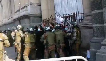 Convencionales de la Lista del Pueblo fueron detenidos en la Plaza de Armas de Santiago