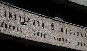 """Estudiantes se toman el Instituto Nacional: acusan """"escenario de incertidumbre y precarización"""""""