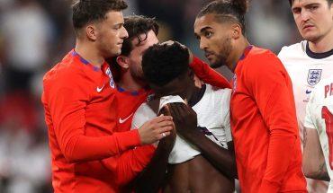 Los jugadores ingleses que erraron penales en la final de la Eurocopa recibieron insultos racistas