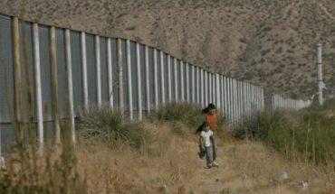 Muere migrante mexicano al caer de valla fronteriza con USA