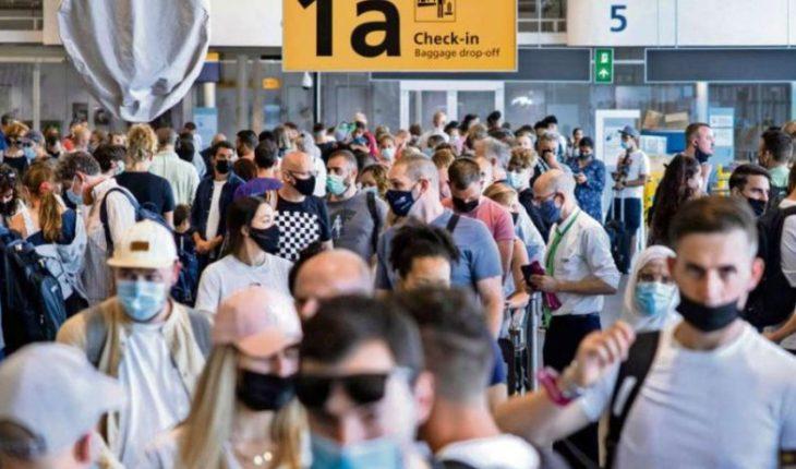 Países europeos implementan el uso del carnet de vacunación para la vida social y turística