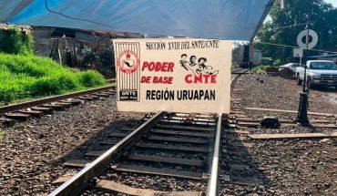Poder de Base de la CNTE mantiene bloqueadas las vías del tren en Caltzontzin