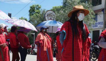 Triquis desplazados bloquean carretera de Oaxaca en protesta