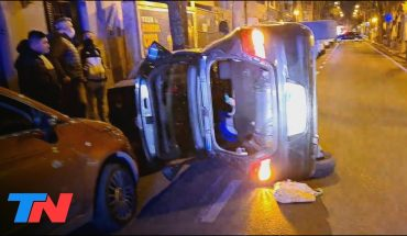 Chocó, volcó y se negaba a salir de su auto: dramáticas imágenes en San Fernando