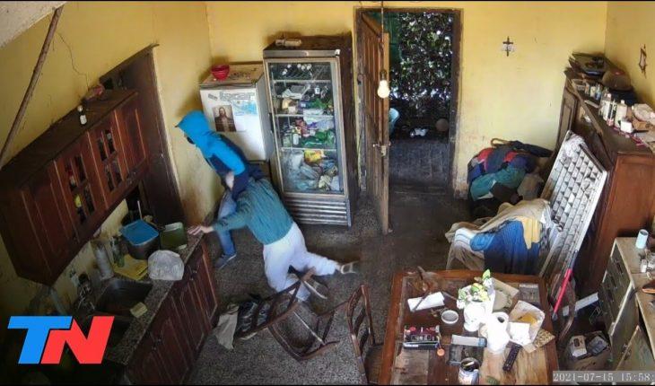 NOCHE DE TERROR PARA UN JUBILADO: Un joven de 18 años entró a su casa y lo asaltó brutalmente