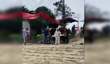 Video. Niños disfrazados bailan cerca de socavón de Puebla