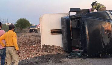 Dump truckloads over Mexico 15 in Guasave, Sinaloa
