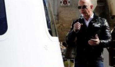 Jeff Bezos thanks Amazon customers and employees for paying for his spaceflight