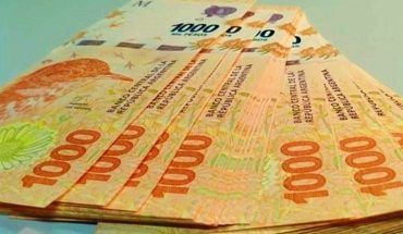 They formalize the advance of the minimum wage raise: it will be in three tranches