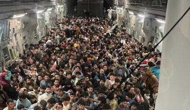 640 personas viajaron en la bodega de un avión para escapar de Afganistán